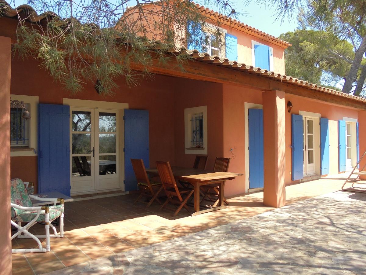 Villa d'architecte dans secteur résidentiel
